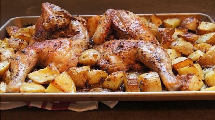 طريقة عمل صينية أوراك الدجاج بالبطاطس