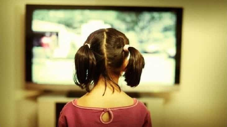 تأثير التكنولوجيا والتلفاز على سلوك الأطفال