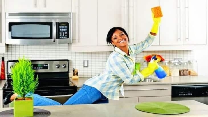 كيفية تنظيف المطبخ وترتيبه بسرعة