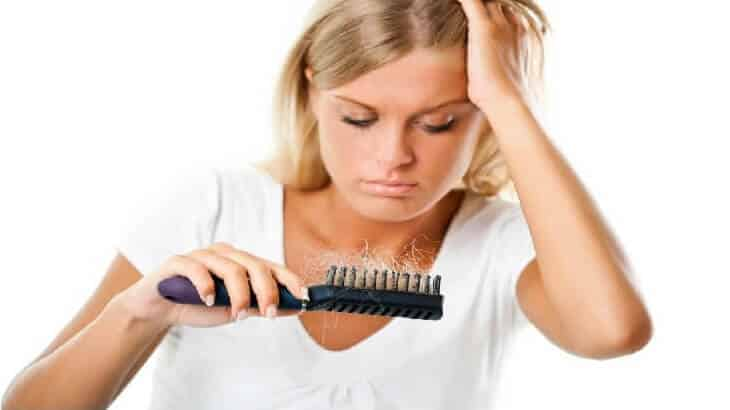 18 وصفة لعلاج تساقط الشعر وتكثيفه