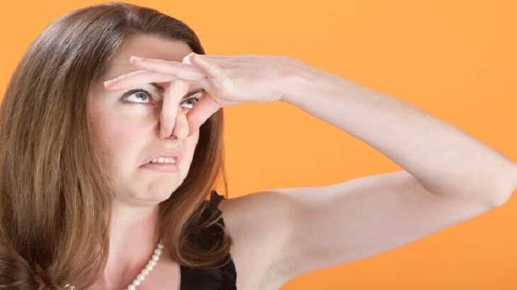 12 وصفة للتخلص من رائحة العرق الكريهة