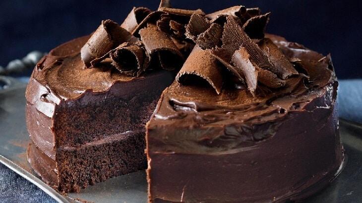طريقة عمل الكيك بالشوكولاتة سهلة بالصور