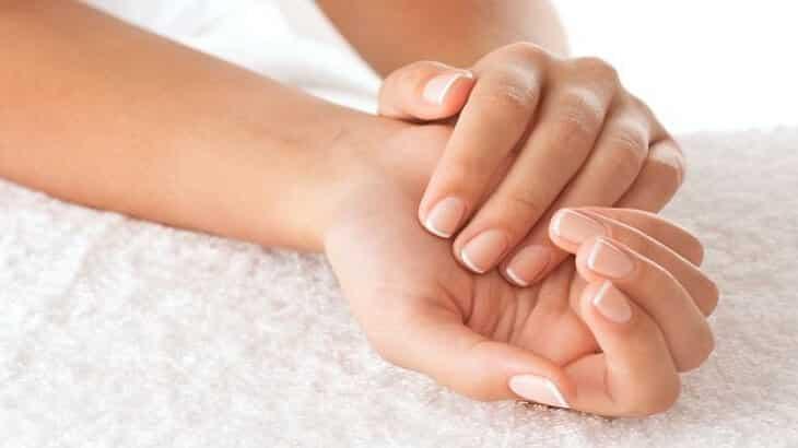 أسباب تنميل اليد والأصابع وطرق علاجه