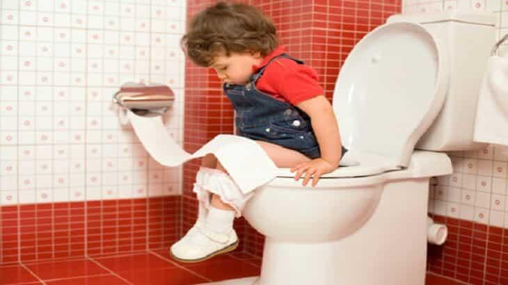 تعليم الطفل دخول الحمام والسن المناسب لذلك