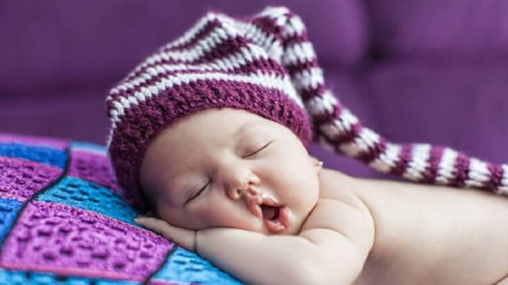 طرق بسيطة تساعد طفلك على النوم سريعاً