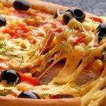 طريقة عمل البيتزا بالتونة بالصور خطوة خطوة
