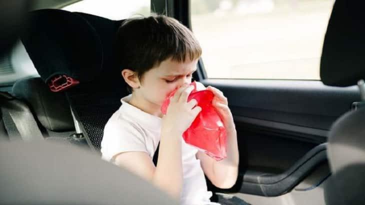 علاج القيء عند الأطفال بسبب البرد وأسبابه