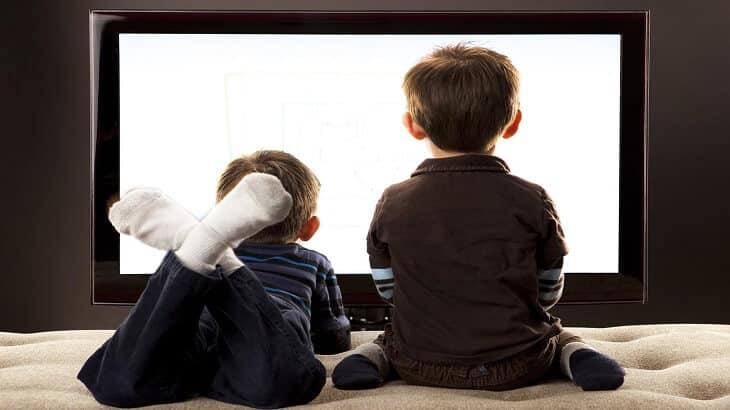 كيف أمنع طفلي من مشاهدة التلفاز