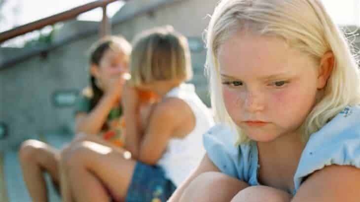 15 نصيحة للتعامل السليم مع الطفل الإنطوائي