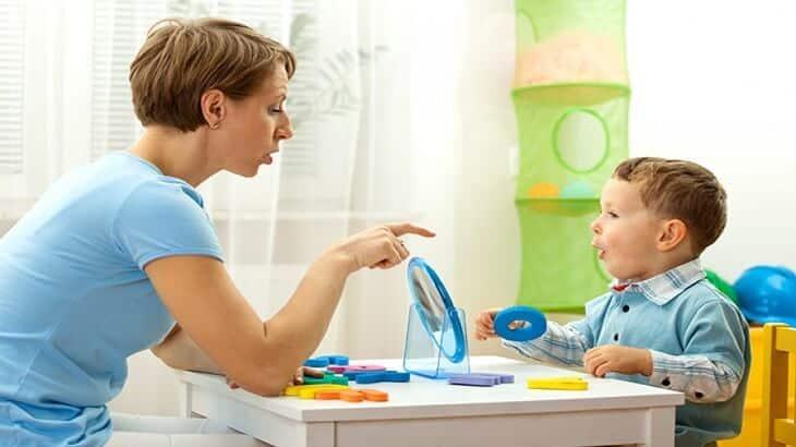 أسباب التلعثم في الكلام عند الأطفال