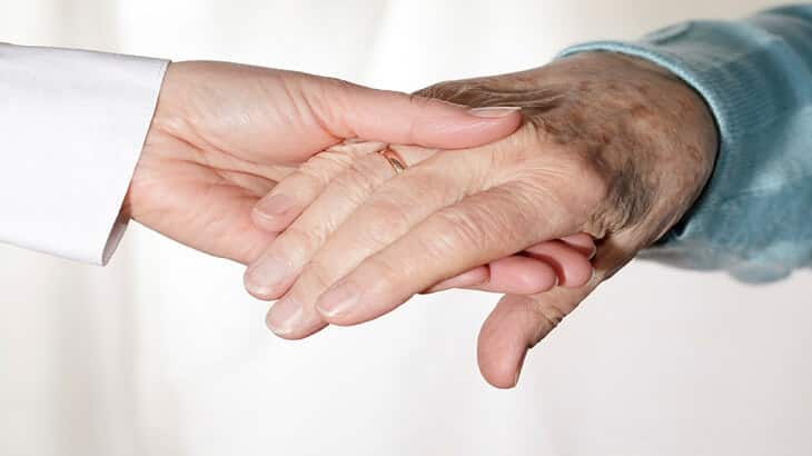 سن اليأس عند المرأة في أي عمر واعراضه