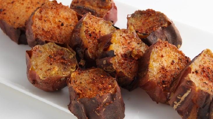 طريقة عمل البطاطا الحلوة المشوية في الفرن