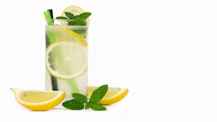 طريقة عمل عصير الليمون الطازج بدون مرارة بالصور