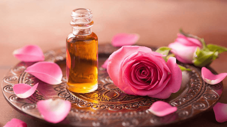 فوائد زيت الورد المذهلة للجسم والبشرة والشعر