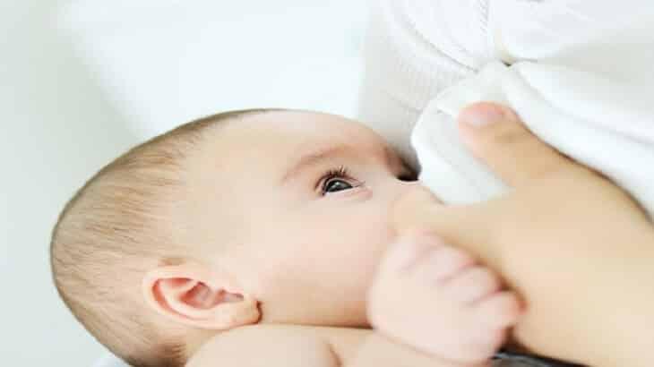 كيفية زيادة لبن الام بطرق طبيعية.