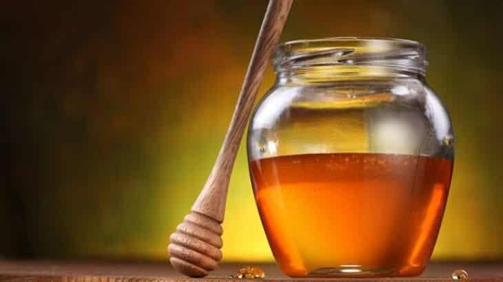 9 فوائد مذهلة للعسل الابيض للبشرة والشعر والصحة