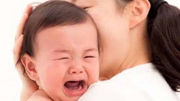 أسباب بكاء الطفل الرضيع المستمر وكيفية تهدئته