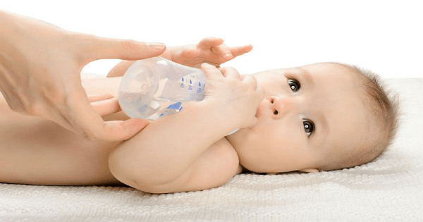 اعراض الجفاف عند الاطفال وكيفية علاجه
