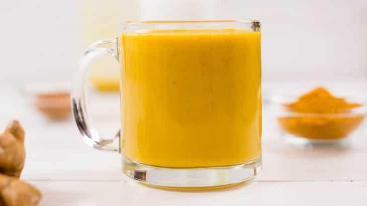 فوائد شرب الكركم مع الحليب للبشرة والصحة