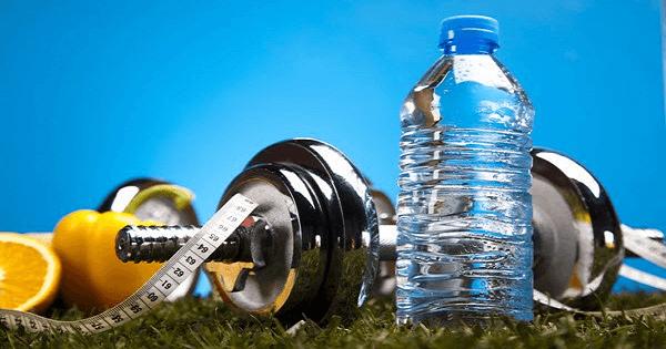 كم يحتاج الجسم من الماء يوميا لإنقاص الوزن