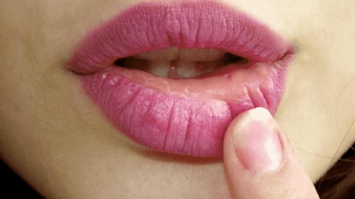 7 وصفات طبيعية لعلاج تشقق الشفاه نهائيا (1)