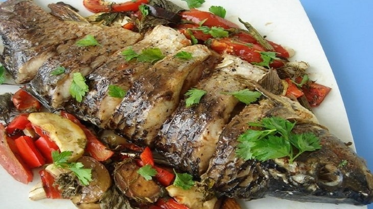 طريقة عمل السمك المشوي بالردة في الفرن