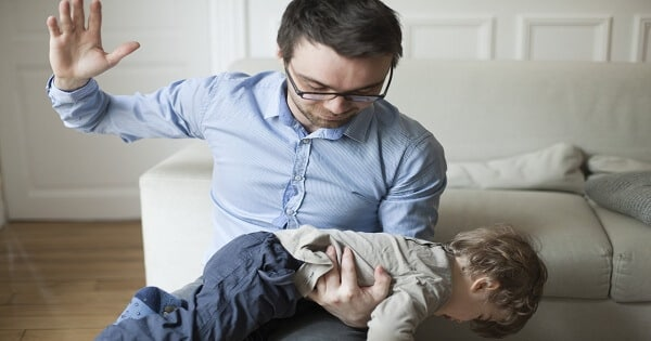 ضرب الأطفال وتأثيره النفسي بالتفصيل