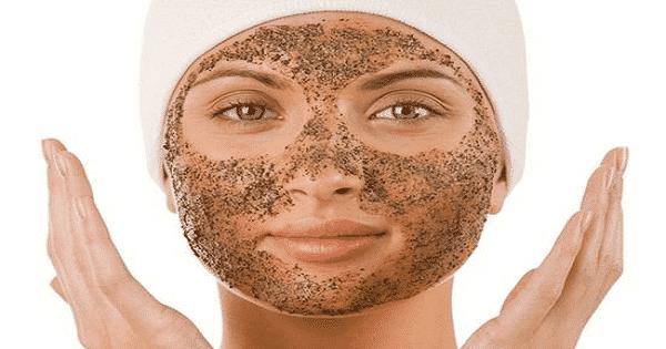 طريقة تنظيف الوجه في المنزل بالتفصيل