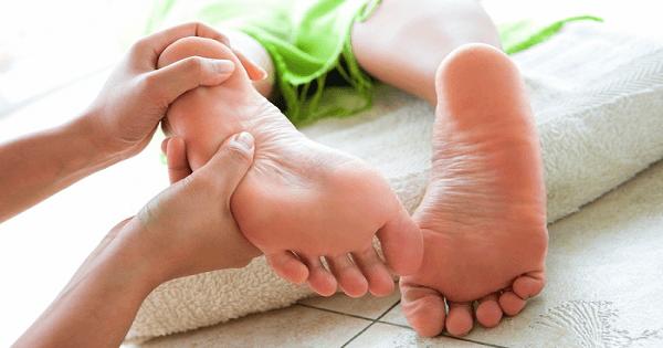طريقة عمل مساج القدم وتدليك القدمين بالتفصيل