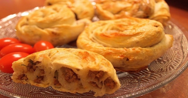 طريقة عمل البوريك التركي باللحم المفروم