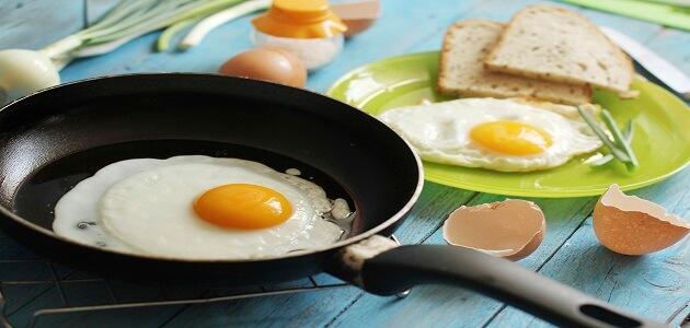 طريقة عمل البيض المقلي بطريقة جديدة بالصور