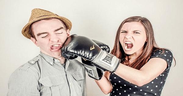 كيفية التعامل مع الزوج العصبي والمزاجي والعنيد