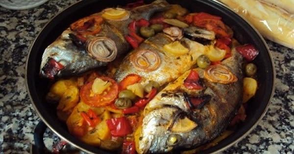 طريقة عمل صينية السمك بالبطاطس في الفرن بالصور
