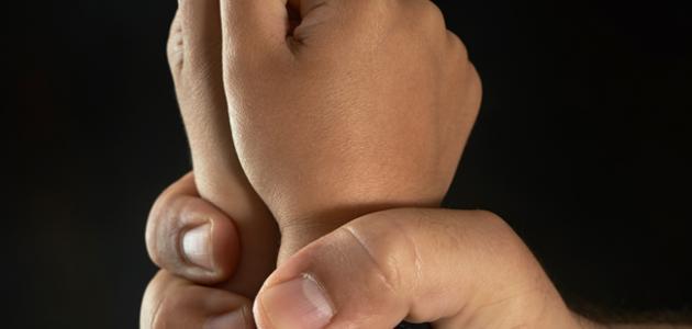 أسباب العنف الأسري ضد الأطفال وعلاجه