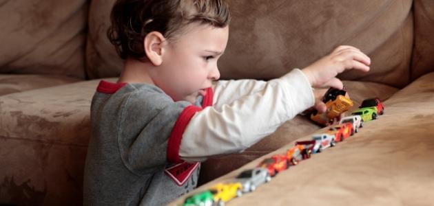 أعراض مرض التوحد عند الأطفال وكيفية علاجه