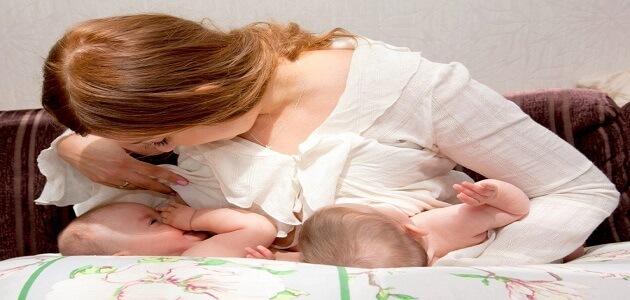 أفضل أوضاع الرضاعة الطبيعية بالتفصيل