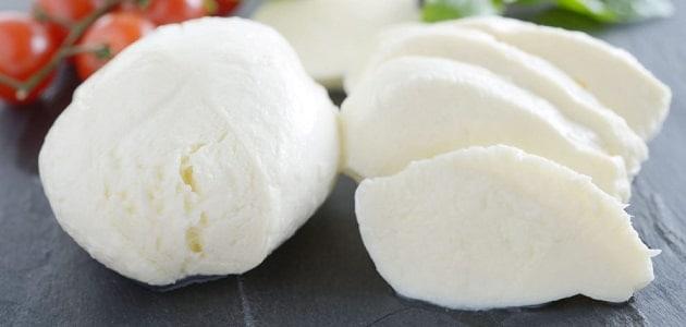 طريقة عمل الجبنة الموزاريلا باللبن الرايب