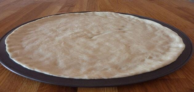 طريقة عمل عجينة البيتزا السريعه بالصور والخطوات