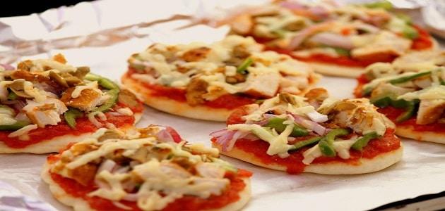 طريقة عمل ميني بيتزا سريعة بالصور
