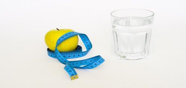فوائد شرب الماء قبل الأكل بنصف ساعة