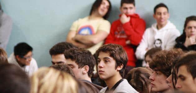 كيفية التعامل مع المراهق بالتفصيل (نصائح فعالة)