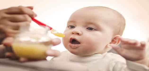 7 علاجات طبيعية لعلاج الإمساك عند الأطفال الرضع
