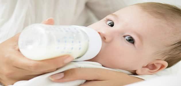 أسباب تغير لون البراز للأخضر عند الرضع