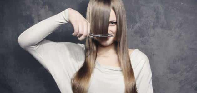 أفضل وقت لقص الشعر لتكثيفه