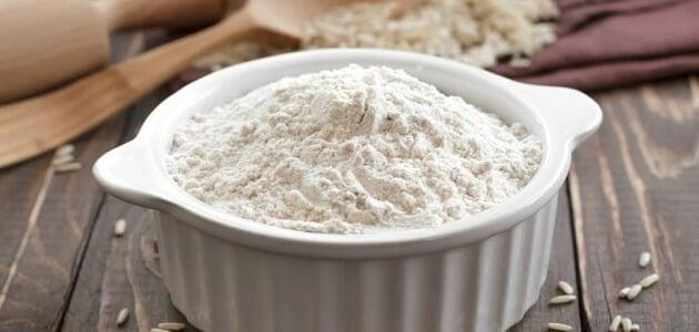 طريقة استخدام دقيق الأرز المطحون للبشرة
