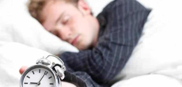 عدد ساعات النوم الصحي والطبيعي للشخص البالغ