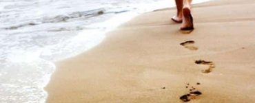 7 فوائد للمشي على الرمل الطبي للاطفال