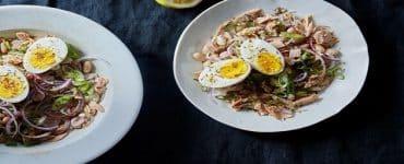 هل أكل البيض مع التونة مضر