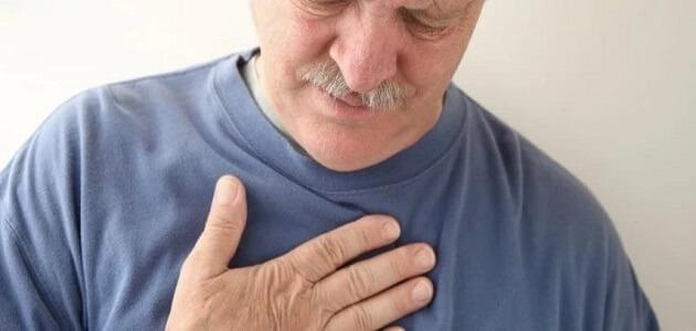 9 أسباب عند حدوث الم عند التنفس في الجانب الايسر