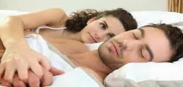أضرار النوم على جنابه للمرأة والرجال